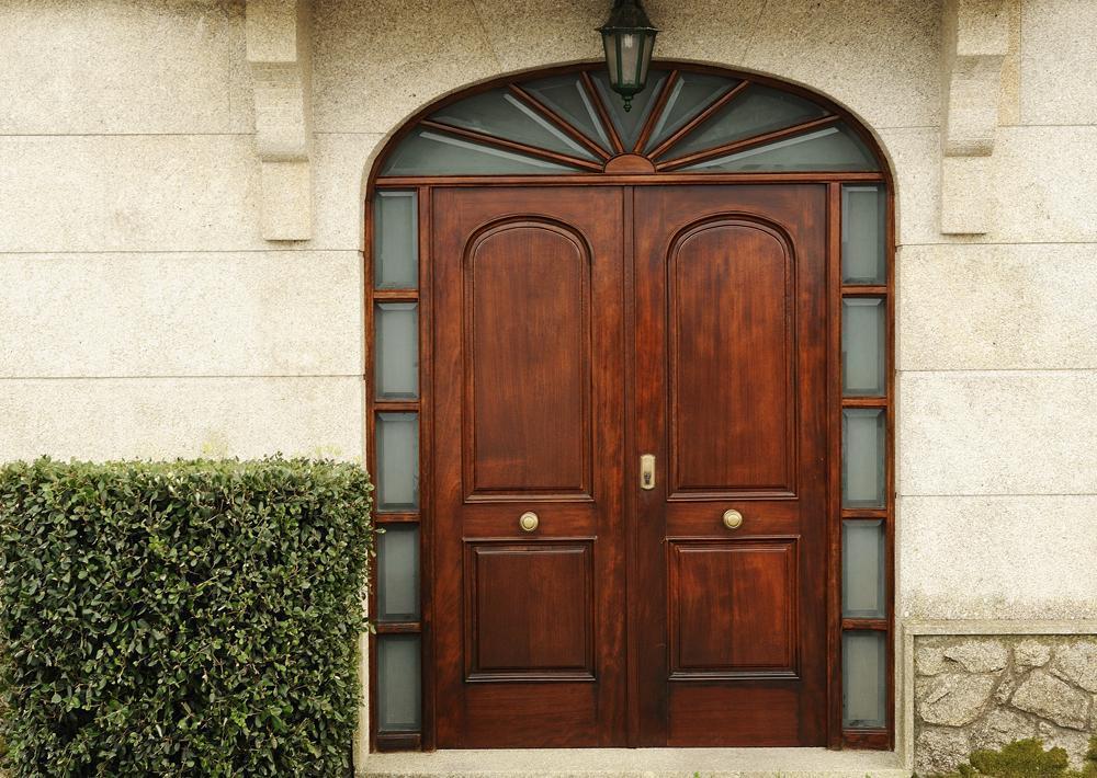 5 principaux avantages d'une porte en bois