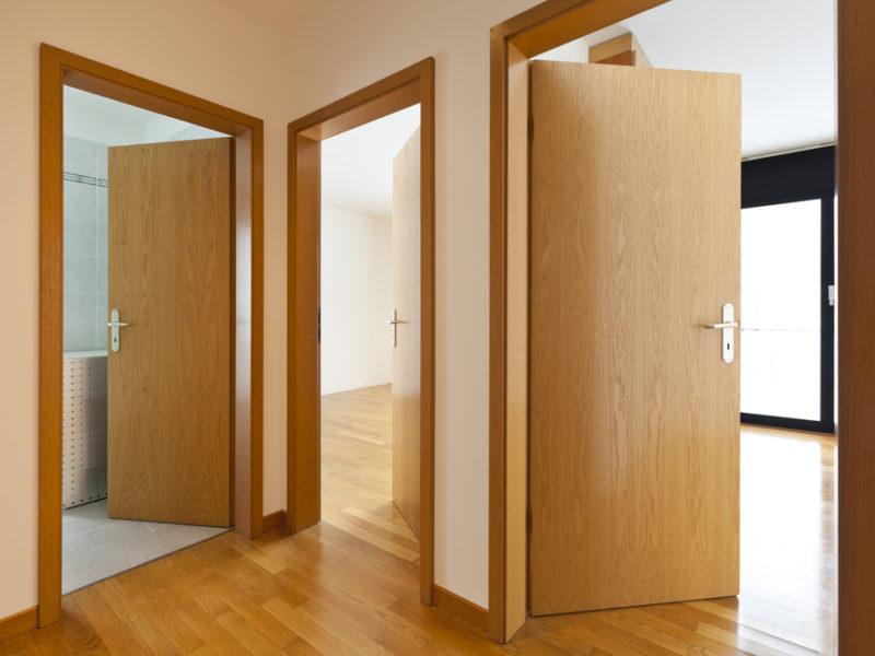 Maison neuve : une porte en bois ou en alu ?